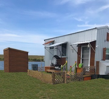 lakefront tiny home in Florida
